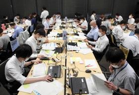 神戸市が急きょ設置した「予約キャンセル連絡センター」=5日午後、神戸市中央区